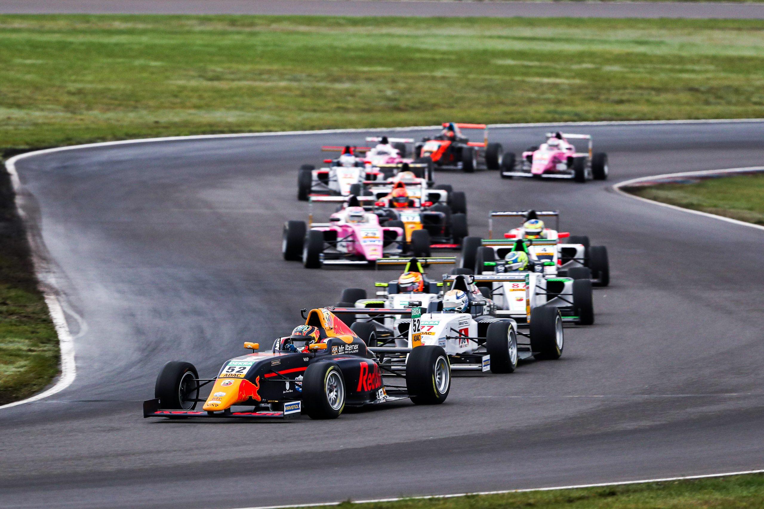 FIA ADAC F4 Championship powered by Abarth. Zaognia się wyścig o tytuł mistrza.