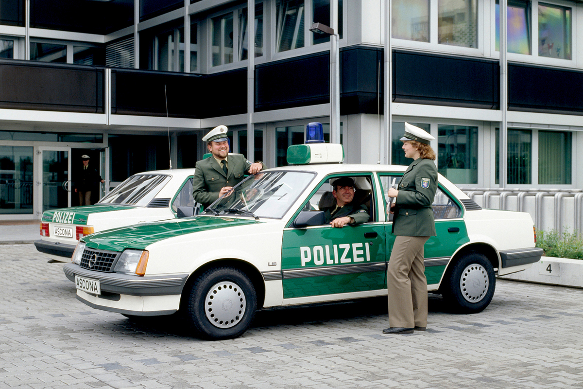 07-Opel-Ascona-Polizei-291100