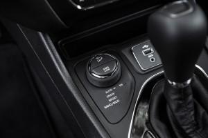 180906_jeep_New-Cherokee-int_08