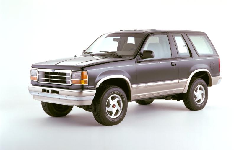Ford Bronco II z roku 1990 to praktycznie Ford Explorer, ale w odmianie 3-drzwiowej.