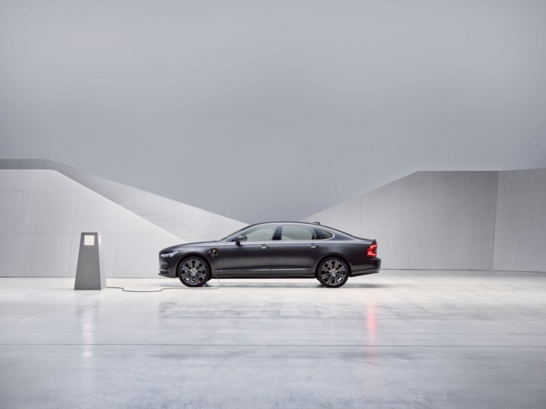 Studio images - The refreshed Volvo S90 Recharge T8