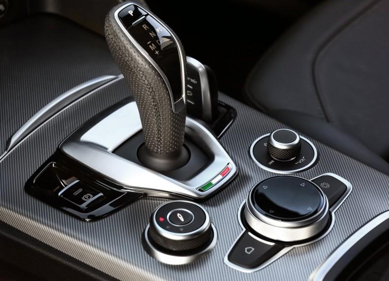 Alfa_Romeo-Stelvio-2020-1600-10