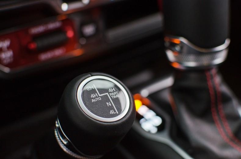 Dla mnie zwycięzcą jest napęd Jeepa Wranglera, który łączy zalety napędu dołączanego ręcznie i automatycznie, pozwala na korzystanie z niego w każdych warunkach i ma reduktor.