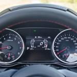 W niektórych samochodach stosuje się wskaźnik ciśnienia doładowania, który dla kierowcy