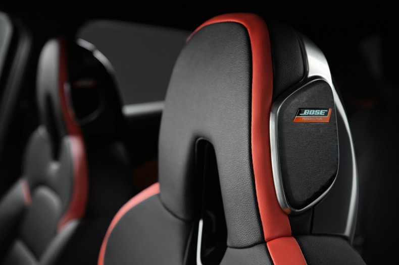 FINAL_Nissan JUKE Interior Black - Bose Headrest 2_High Res.-source