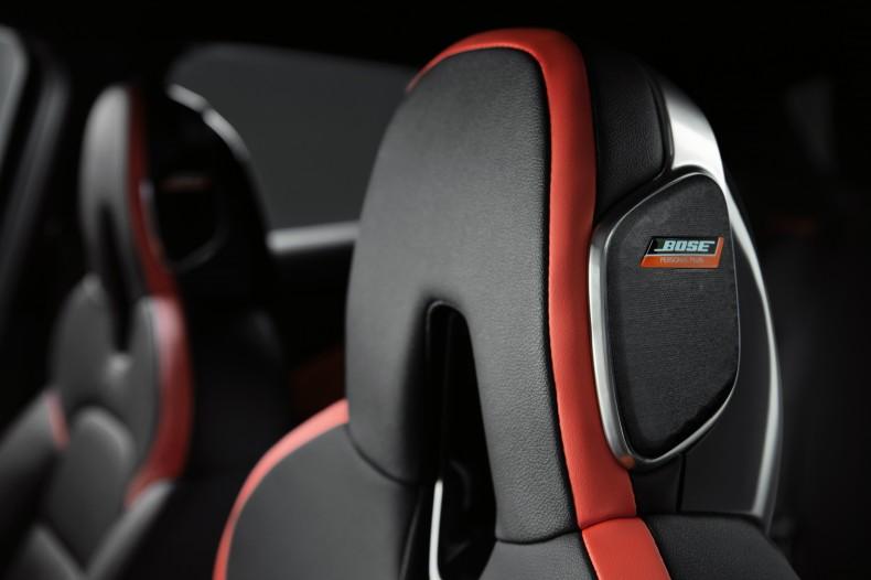 FINAL_Nissan JUKE Interior Black - Bose Headrest 2_High Res.-source