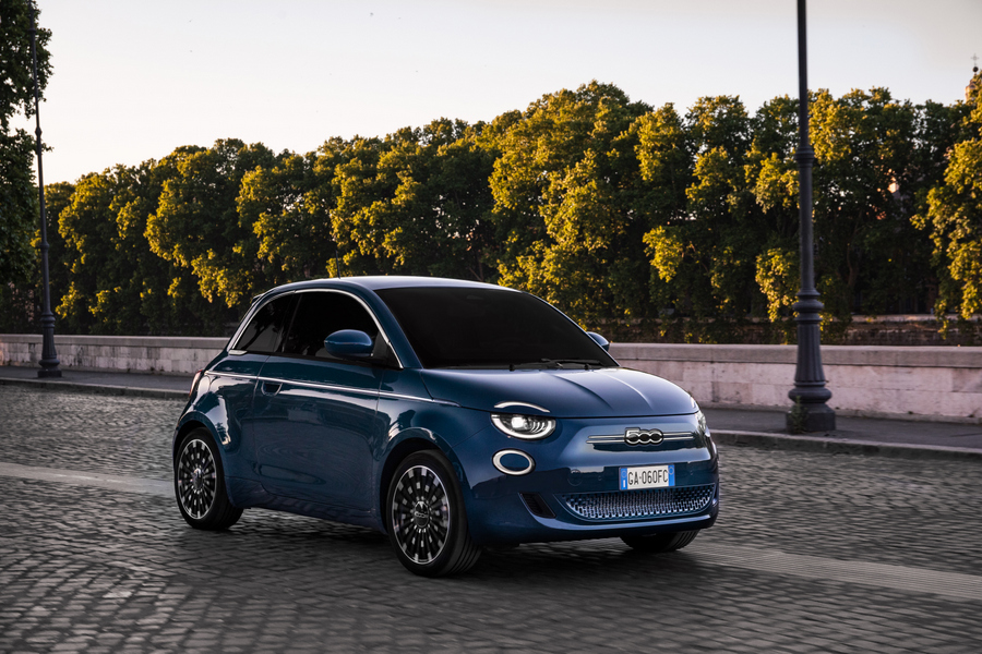 "Fiat New 500 ""la Prima"" hatchback (1)"