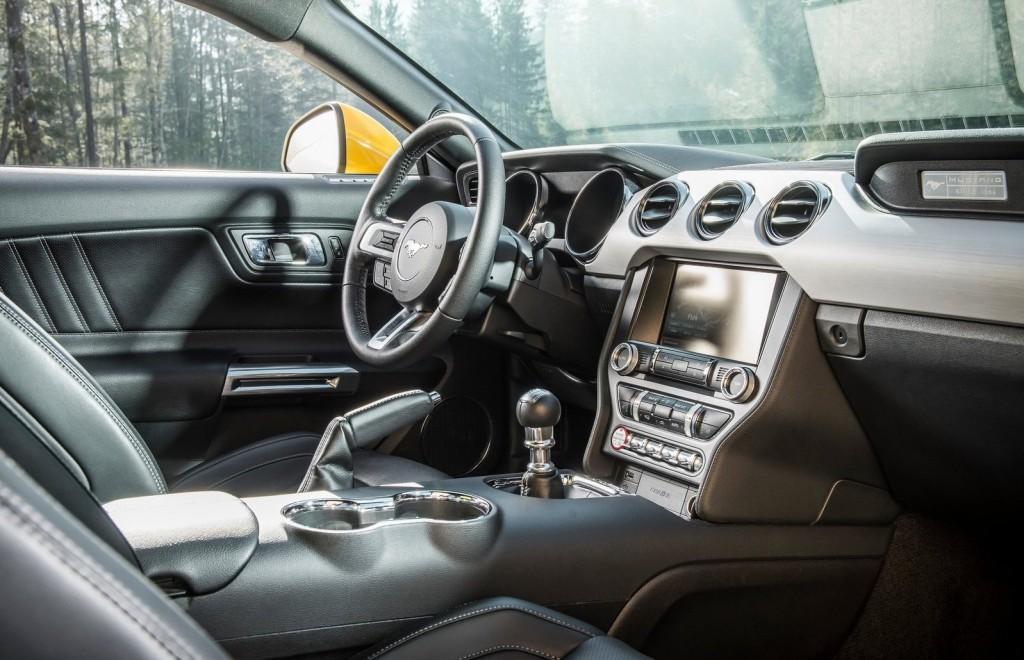 Ford-Mustang_EU-Version_2015_1600x1200_wallpaper_39