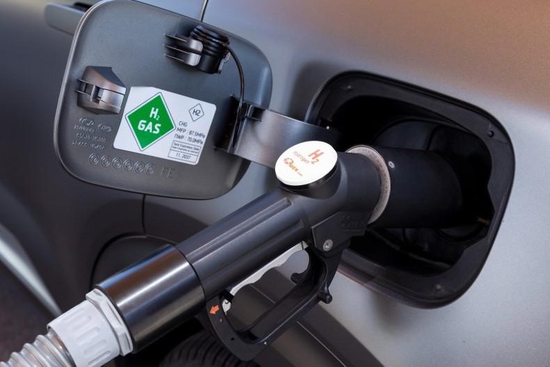 Wodór się tankuje do samochodu, ale nie jest on paliwem w tradycyjnym rozumieniu. Auto na wodór ma napęd elektryczny.