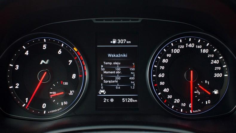 Hyundai i30 N wnętrze (18)