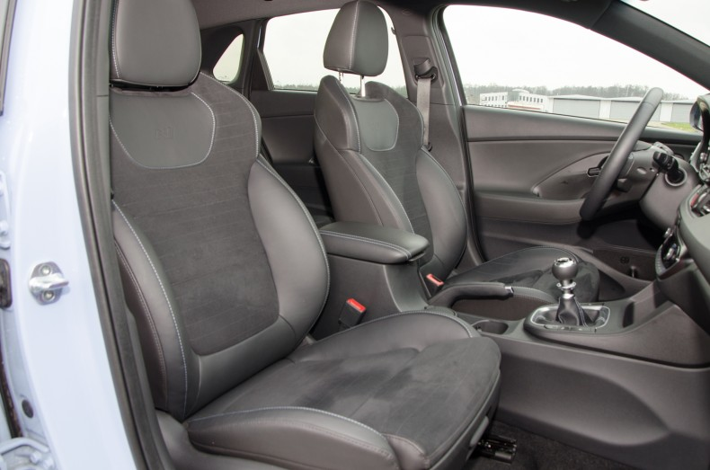 Hyundai i30 N wnętrze (19)