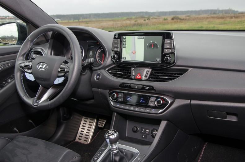 Hyundai i30 N wnętrze (8)