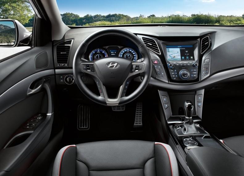 Hyundai-i40_Wagon-2019-1600-05 (1)
