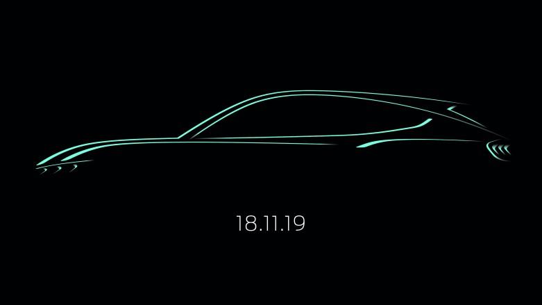Ford hat heute (24. Oktober 2019) eine erste Design-Skizze des brandneuen, vom Mustang inspirierten, voll-elektrischen SUVs veröffentlicht. Zugleich teilte das Unternehmen mit, dass das derzeit noch namenlose Elektroauto im Rahmen der Los Angeles Auto Show seine Weltpremiere feiern wird. Die Enthüllung dieses Hochleistungsfahrzeugs, das gemäß WLTP-Testzyklus eine Reichweite von bis zu 600 Kilometern haben wird, ist für Sonntag, 17. November, 19 Uhr Los Angeles Ortszeit (Pacific Time), geplant und wird per Livestream weltweit übertragen. Aufgrund der Zeitverschiebung heißt dies, dass Interessenten in Deutschland die Präsentation am Montag, 18. November, ab 3:00 Uhr morgens (MEZ = Mitteleuropäische Zeit) live mitverfolgen können.