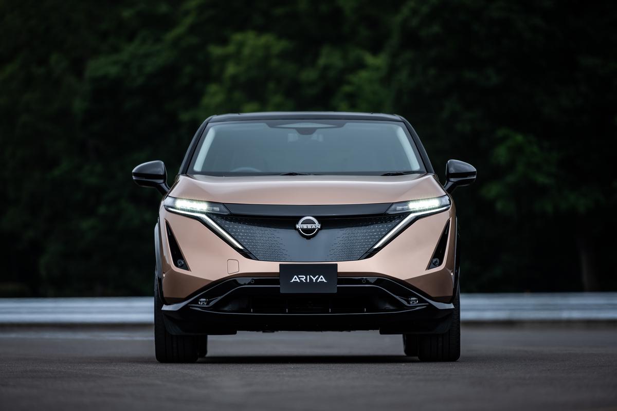 Nissan Ariya exterior front_1_light on-1200x800