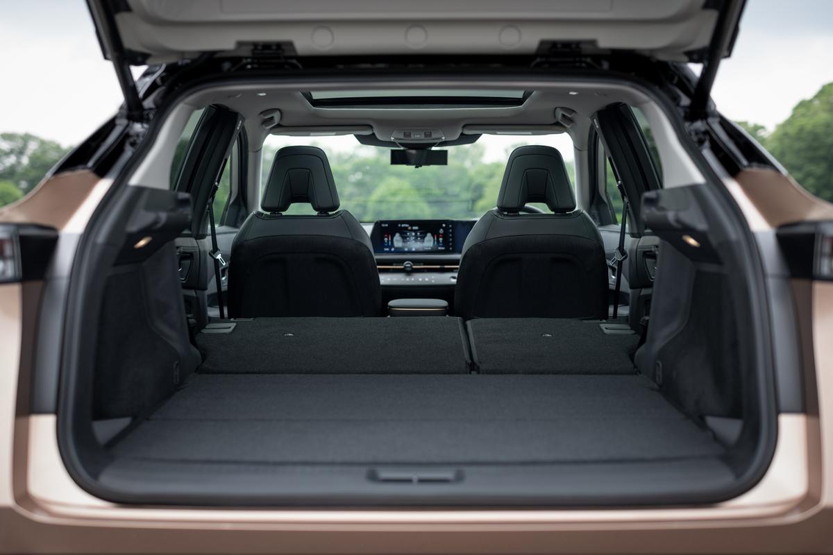 Nissan Ariya luggage_outdoor background-1200x800