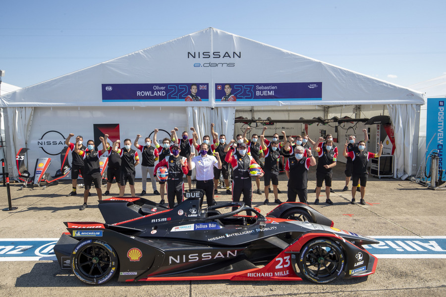 BERLIN TEMPELHOF AIRPORT, GERMANY - AUGUST 11: Thank you Mike Nissan e.Dams team photo during the Berlin E-Prix V at Berlin Tempelhof Airport on Tuesday August 11, 2020 in Berlin, Germany. (Photo by Sam Bloxham / LAT Images)