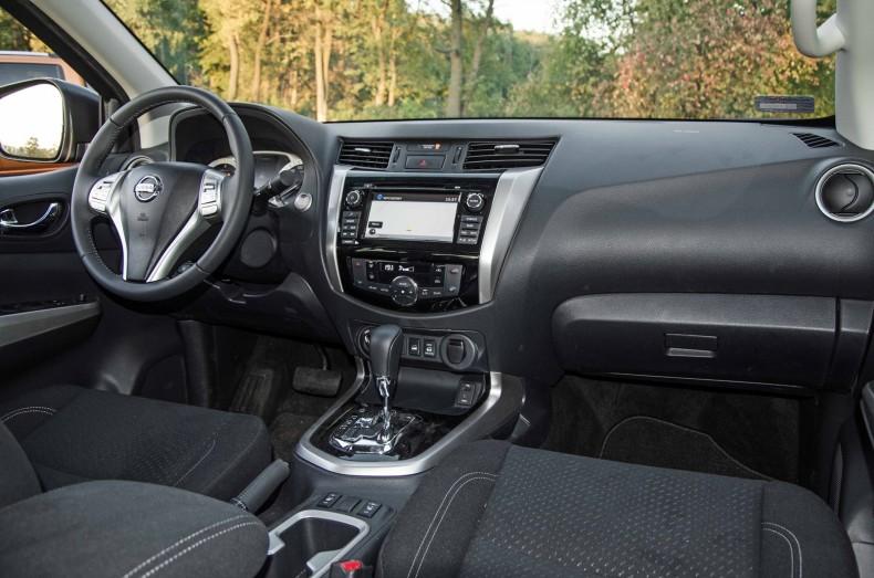 Konserwatywne, funkcjonalne i najbardziej ergonomiczne wnętrze Nissana NP300 Navara