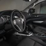Nissan Navara Double Cab - Interior 3-source