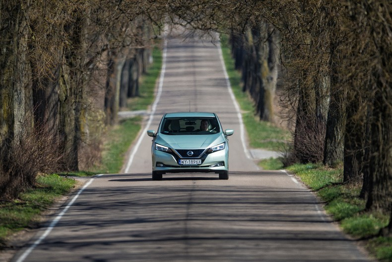 Nissan_Leaf_DSC2936s-source