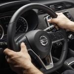 Nowe silniki w Nissanie Micra - biala Micra N-Sport - Interior Details - Steering wheel-source