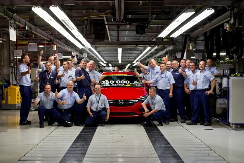 Opel-Astra-Gliwicach-306600