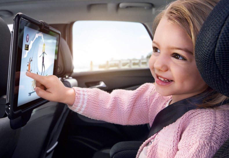 Are we nearly there yet: The FlexConnect tablet holder ensures that children enjoy trips in the Opel Crossland X and no longer notice the length of the journey.
