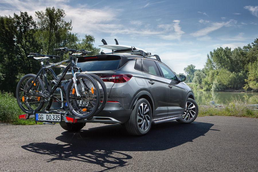 On tour with the bike: Practical accessories such as carriers and transport systems for sports equipment, make the Opel Grandland X ideal for all kinds of leisure activities.