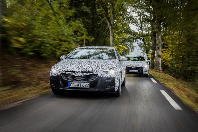 Zamaskowany Opel Insignia Grand Sport