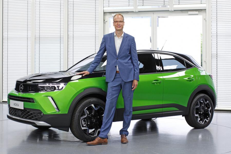 Michael Lohscheller am neuen Opel Mokka-e