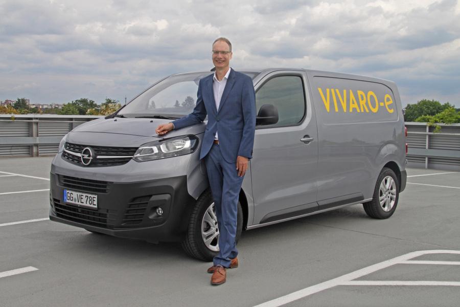 Michael Lohscheller am Opel Vivaro-e (Juni 2020)