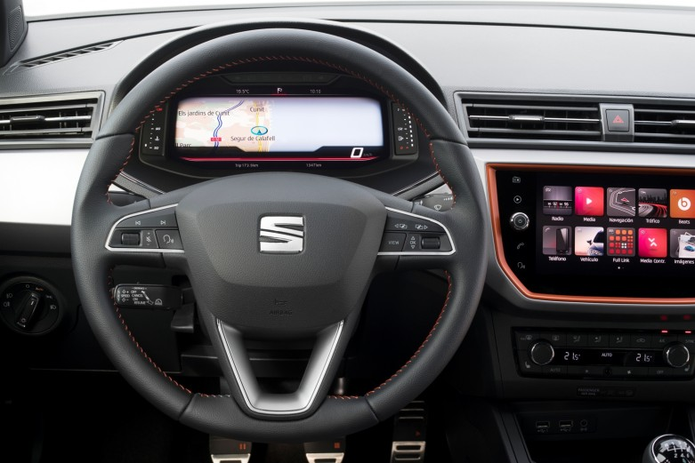 SEAT-introduces-its-Digital-Cockpit-to-the-Arona-and-Ibiza_005_HQ