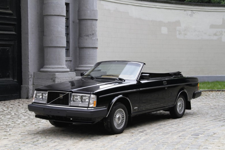 "Volvo 262C ""Solaire"" from 1981. The plan was to have a series of 50 262C convertibles built by the independent company Solaire in California on behalf of Volvo Cars of North America. Only five cars were built, however, before production was stopped, partly due to concerns about the car's safety in a crash Today, the car belongs to Guy Vermant, the Belgian Volvo collector, and has undergone complete renovation."