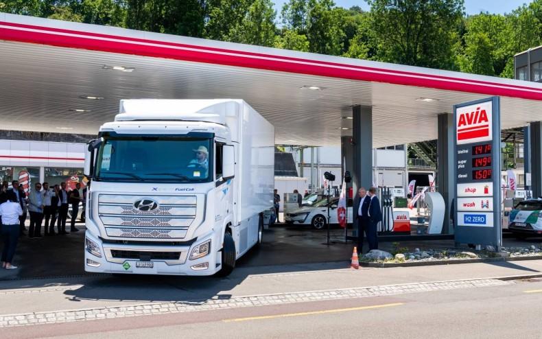 csm_Hyundai_Xcient_Fuel_Cell_stacja_tankowania_wodoru-1610_ba90252554