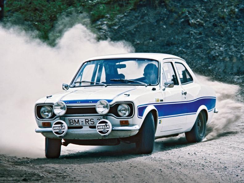 Historia usportowionych Fordów sięga lat 70. i korzeni rajdowych. Na zdjęciu Escort RS2000 z 1974 roku.