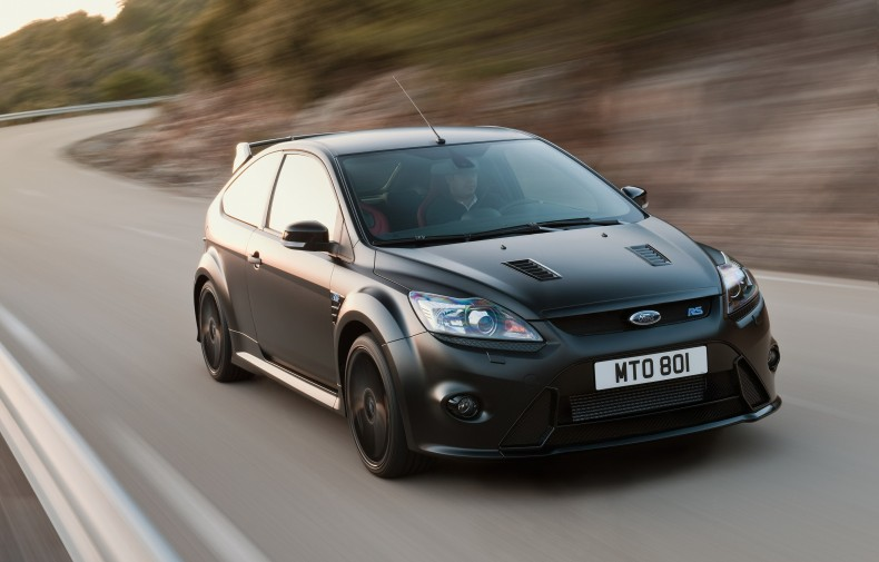Słowo ekstremalny najlepiej pasuje właśnie do tego modelu - Ford Focus RS 500