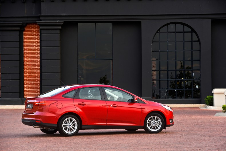 ford_focus_sedan_15