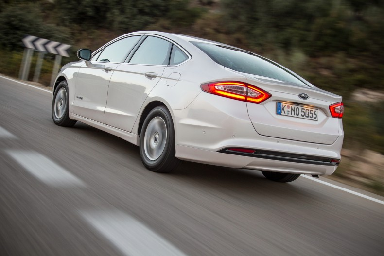 ford_mondeo_hybrid_sedan_3