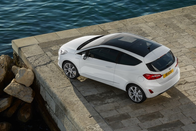 Ford z jednej strony oferuje tańszą alternatywę dla Fiesty, czyli Forda Ka+, natomiast z drugiej jego bardziej ekskluzywną wersję premium - Fiestę Vignale.
