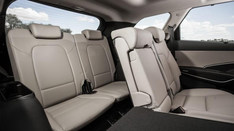 Hyundai Grand Santa Fe oferuje jeszcze więcej miejsca dla pasażerów drugiego rzędu