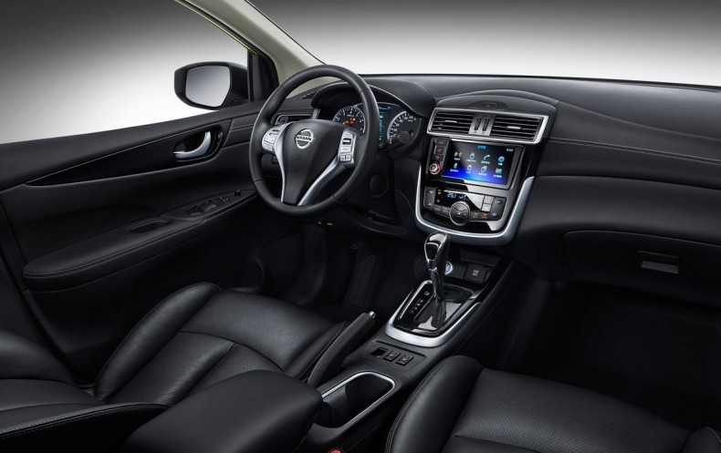 Nowy Nissan Tiida