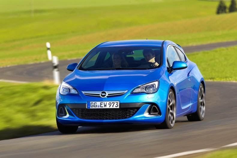 Astra J OPC - radykalny samochód sportowy, który kompaktem jest już tylko dzięki nazwie.