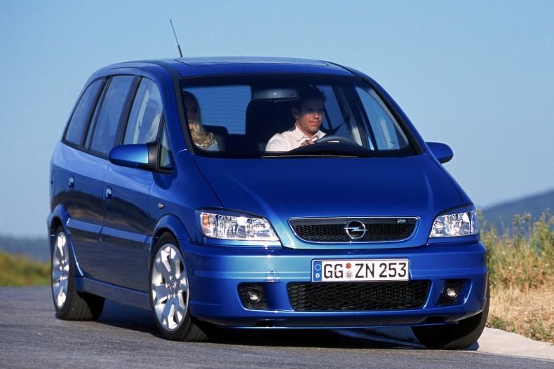 Pasja i funkcjonalność, czyli połączenie auta sportowego i rodzinnego. Pierwsza Zafira OPC wywołała sensację.