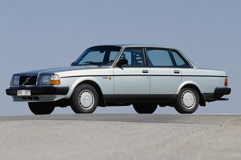 Volvo 240 - chyba najbardziej kultowy model marki. Jak bardzo był udany, że wytwarzano go do 1993 roku?
