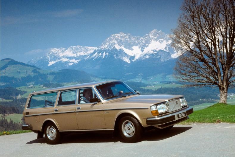 Według jednego z for internetowych, po weryfikacji, tylko Volvo serii 200 było rekwizytem w ok. 5500 filmów.