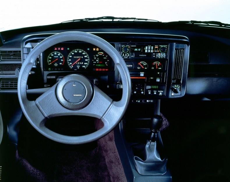 VOLVO 400-series (1986-1996)