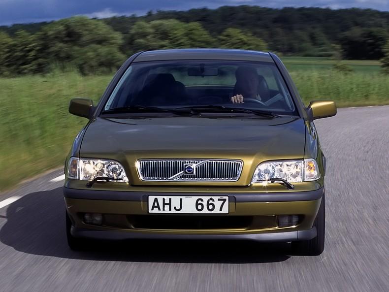 Volvo S40/V40 było pierwszym, który nosił nowe oznaczenie stosowane do dziś.